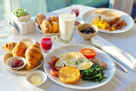 Завтрак за 15 минут: быстрые и вкусные рецепты из простых продуктов