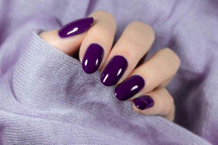 Фиолетовый маникюр 2021: модные тенденции (50 фото)