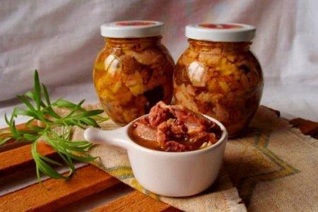 Тушенка из свинины в домашних условиях: 10 простых рецептов (пошагово)