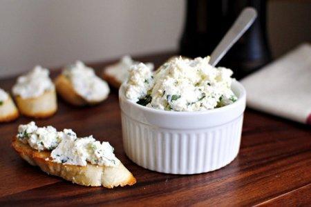 12 простых рецептов творожного сыра в домашних условиях