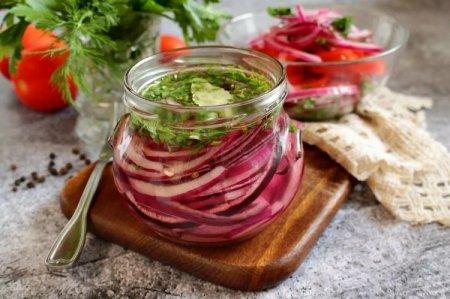 Как замариновать лук: 12 быстрых и вкусных рецептов