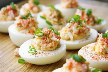 20 рецептов фаршированных яиц на праздничный стол