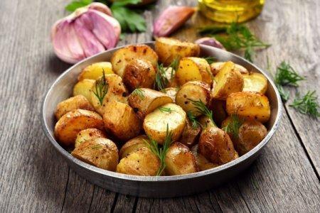 Как приготовить молодую картошку: 20 самых вкусных рецептов