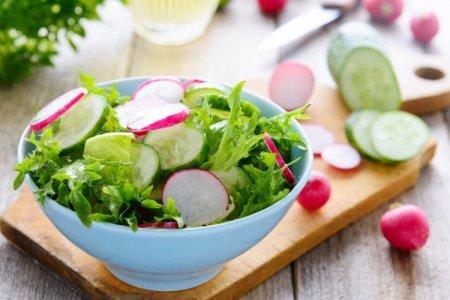 20 легких и очень вкусных салатов с редиской
