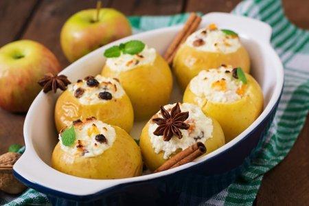 Яблоки, запеченные в духовке: 15 простых и вкусных рецептов