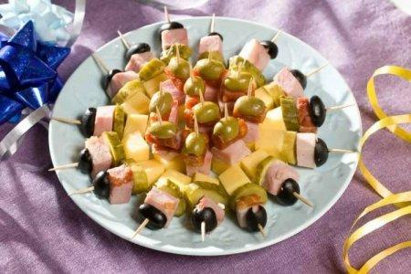 20 отличных рецептов канапе на шпажках для праздничного стола