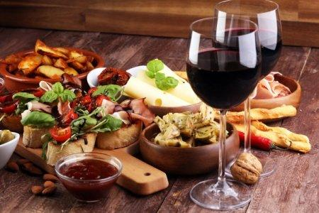 20 оригинальных закусок к вину в домашних условиях
