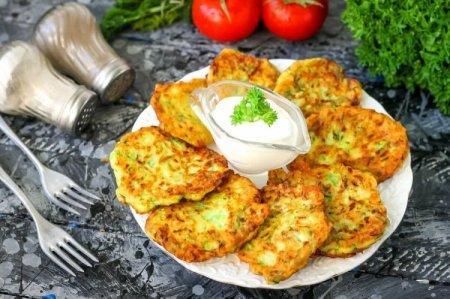 Оладьи из кабачков: 20 рецептов, которые можно готовить все лето