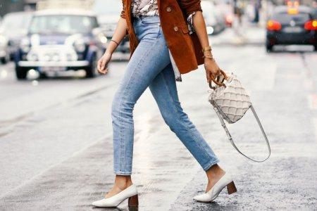 Модные женские джинсы, весна-лето 2021: новые модели и тренды (50 фото)