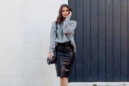 С чем носить кожаную юбку: модные образы и тренды (60 фото)