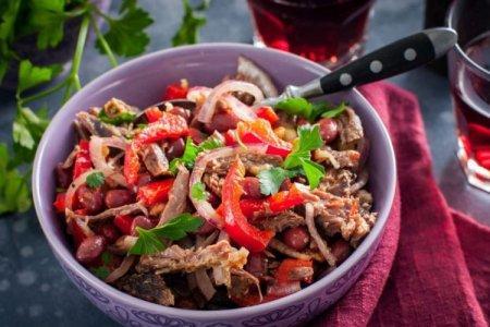 20 мясных салатов, которые сможет приготовить каждый