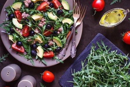 20 легких и очень вкусных салатов с рукколой