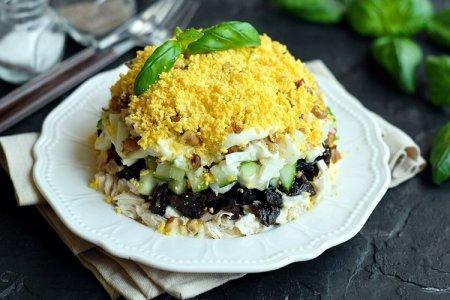 20 оригинальных салатов с курицей и черносливом