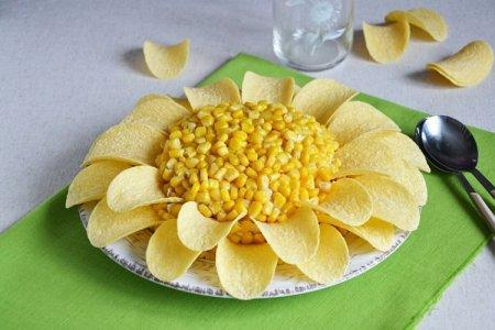 20 салатов с чипсами, которые разнообразят ваше меню