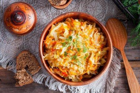 20 рецептов тушеной капусты, которые разнообразят твое меню
