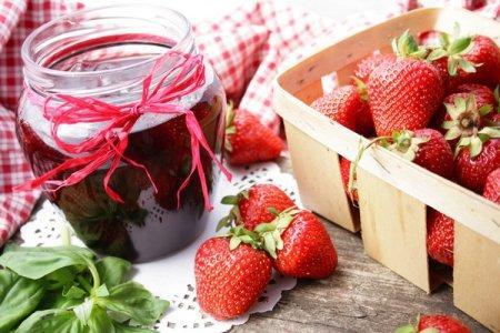 15 отличных рецептов варенья из клубники с целыми ягодами