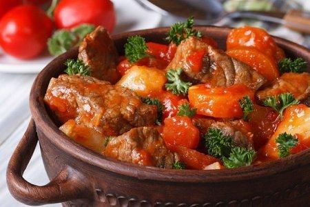 20 рецептов тушеной свинины, которые понравятся всей семье