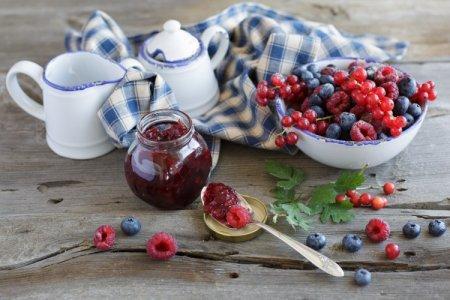 Варенье из лесных ягод: 20 простых и вкусных рецептов