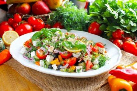 20 быстрых и легких салатов с фетаксой