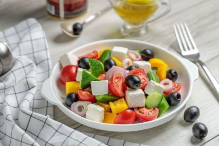 Греческий салат: 5 самых вкусных классических рецептов (пошагово)