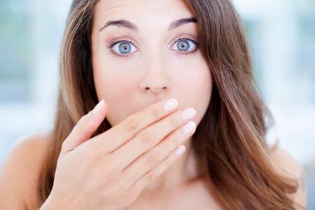 Как избавиться от запаха изо рта: 9 быстрых способов