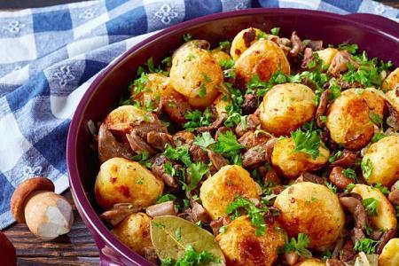 15 лучших рецептов картошки с грибами в духовке