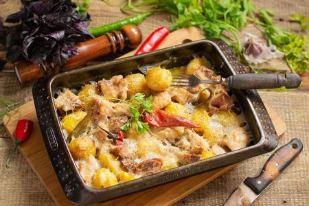 Картошка с мясом в духовке: 15 простых и вкусных рецептов