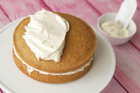 Крем для бисквитного торта: 15 самых вкусных рецептов (пошагово)