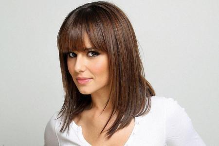 Лесенка на средние волосы с челкой: 13 идей стрижки (фото)