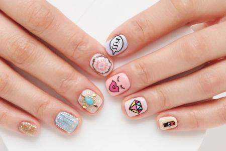Маникюр в школу на короткие ногти: красивые и модные идеи (фото)