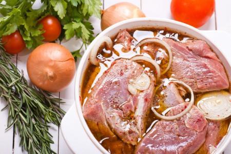 Маринад для шашлыка из свинины: 15 рецептов, чтобы сделать мясо мягким и сочным