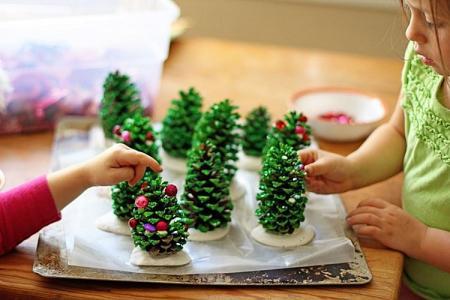 Новогодние поделки из шишек для детей (40 фото)
