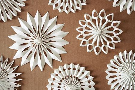 Объемная снежинка из бумаги: 8 красивых идей своими руками (пошагово)