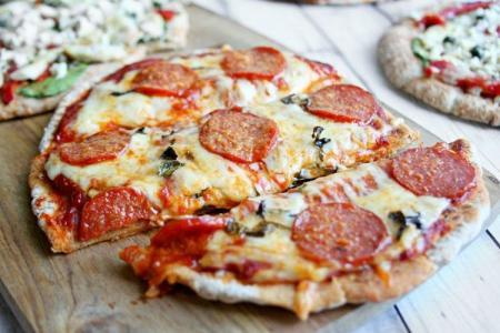 Пицца в духовке: 12 рецептов в домашних условиях