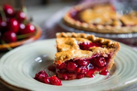 Пирог с вишней: 15 вкусных и быстрых рецептов