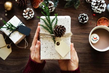 Подарок на Новый год 2021 своими руками: 12 отличных идей