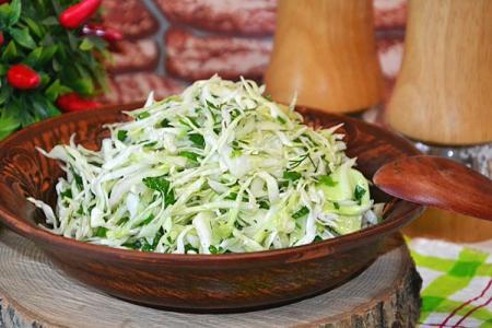 Салат из свежей капусты: 20 вкусных рецептов на каждый день