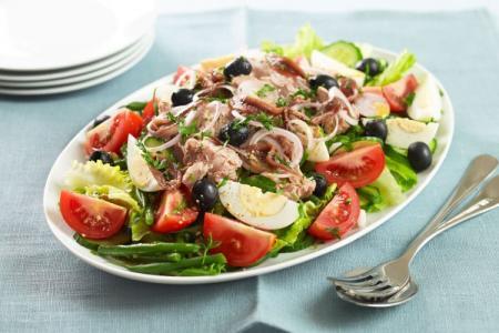 Салат с консервированным тунцом: 12 вкусных рецептов приготовления