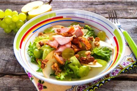 Салат с копченой курицей: 10 вкусных рецептов приготовления