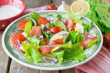 Салаты с красной рыбой: 20 вкусных рецептов приготовления