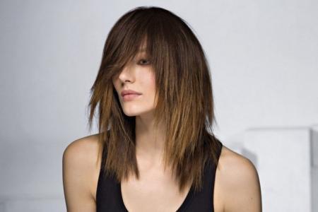 Стрижка каскад на средние волосы: 10 красивых идей (фото)