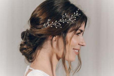 Свадебные прически на средние волосы: 20 идей (фото)