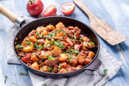 Свинина на сковороде: 20 простых и вкусных рецептов