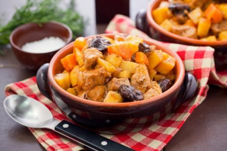 Тушеная картошка с мясом: 12 пошаговых рецептов приготовления