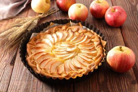 Яблочный пирог в духовке: 15 быстрых и вкусных рецептов