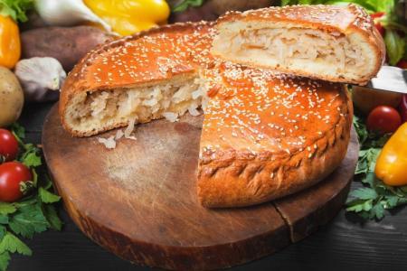 Заливной пирог с капустой: 8 вкусных рецептов на скорую руку